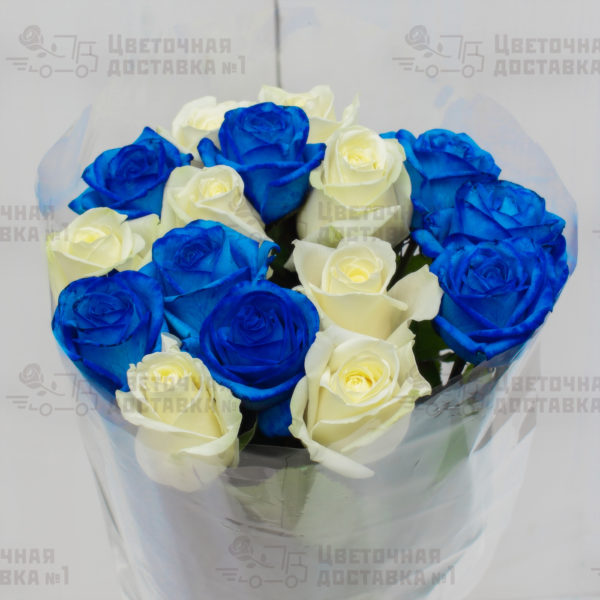 Букет из синих и белых роз с доствкой