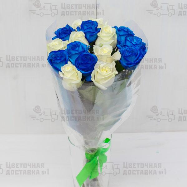 Синие и белые розы в СПб