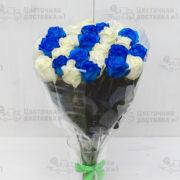 Синие и белые розы 25 штук